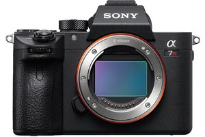 α7R III 35 mm full-frame camera with autofocus